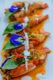 Crevette rose de rivière avec de la sauce à cari rouge Image libre de droits
