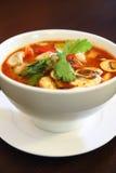 Crevette rose de Tom yum, soupe populaire thaïlandaise. Images libres de droits