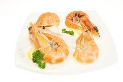 Crevettes auf Platte Stockfotos