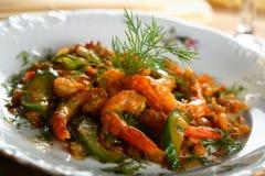Crevettes avec des légumes de four image stock