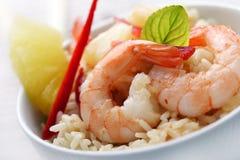 Crevettes avec l'ananas et le riz et l'ananas/rouge Photos stock