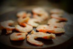 Crevettes bouillies demi par coupe Image libre de droits