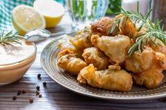 Crevettes en pâtisserie et sauce Images libres de droits