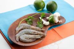 Crevettes entières crues Photographie stock libre de droits