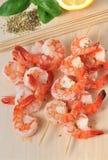 Crevettes et d'autres ingrédients à bord Photographie stock libre de droits