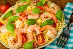 Crevettes et pâtes de spaghetti Image libre de droits