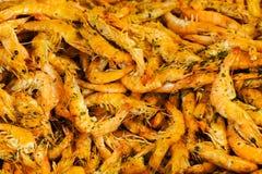 Crevettes frites sur le carter Photo stock