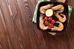 Crevettes grillées sur la poêle Photo libre de droits