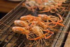 Crevettes grillées sur la poêle chaude Image libre de droits