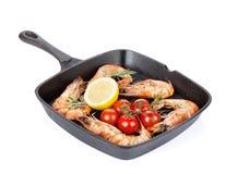 Crevettes grillées sur la poêle Photo stock