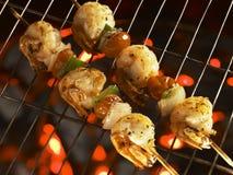 Crevettes malaisiennes grillées sur l'incendie Image libre de droits