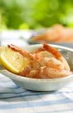Crevettes pour le dîner en été extérieur Photos libres de droits