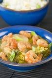 Crevettes roses à l'oignon de gingembre et de ressort Photo stock