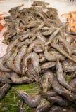 Crevettes roses à vendre au marché de Boqueria de La, Barcelone, Catalogne, Espagne Photos libres de droits