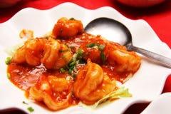 Crevettes roses avec de la sauce à /poivron rouge Photo libre de droits