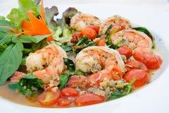 Crevettes roses avec l'ail, sauce au vin blanche photos stock