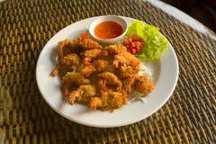 Crevettes roses cuites à la friteuse de tigre Images stock