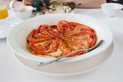 Crevettes roses d'une plaque. Photo libre de droits