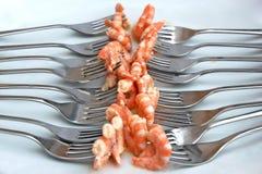 Crevettes sur des fourchettes Photos libres de droits