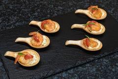 Crevettes sur le plat Photos libres de droits