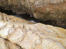 Crevice in the rocks. Rock formations split over ocean Stock Photography