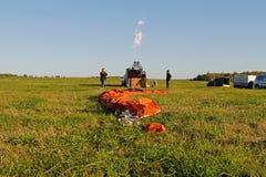 Crew of a hot air ballon preparing before flight at the festival of aeronautics in Pereslavl-Zalessky. Pereslavl-Zalessky, Russia - September 23, 2017: Crew of a stock photography