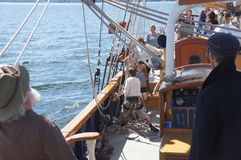 The crew rigs the sails of the Hawaiian Chieftain Stock Images