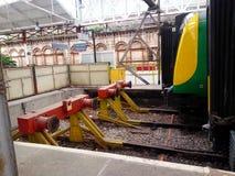 Crewe, England - Bahnpuffer Lizenzfreie Stockbilder