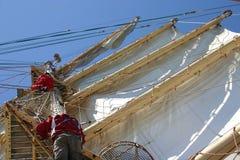 Crewmembers die in werven loopt Stock Foto's
