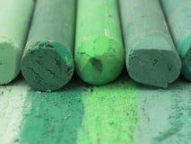 Creyones artísticos verdes Imagen de archivo libre de regalías