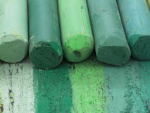 Creyones artísticos verdes Imagenes de archivo