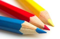 Creyones azules, rojos y amarillos Foto de archivo