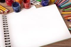 Creyones de la pintura del libro del arte de la escuela Imagen de archivo