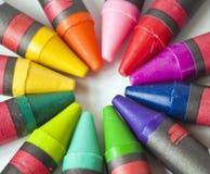 Creyones en Multicolors Fotos de archivo libres de regalías