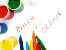 Creyones y water-colors coloridos, de nuevo a escuela Foto de archivo libre de regalías