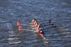 CRI乘员组在查尔斯赛船会人` s青年时期Eights头赛跑  库存图片
