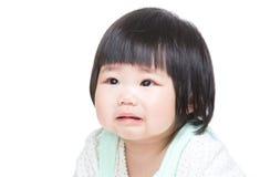 Cri asiatique de petite fille photos stock