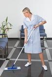 Criada Cleaning The Floor Fotografía de archivo libre de regalías