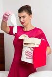 Criada que sostiene el calcetín sucio Imagen de archivo libre de regalías
