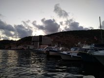 Criaem balaclava słońca zmierzchu nieba denne góry chmurnieją rekreacyjnej podróży pięknego piękno Obrazy Stock