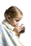 A criança é doente com o copo do chá fotos de stock royalty free