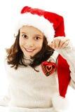 Criança adorável que veste o chapéu de Santa Claus com uma bola do Natal fotos de stock