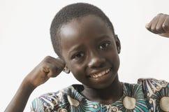 Criança africana feliz entusiasmado com suas mãos acima, isolado no branco fotografia de stock royalty free