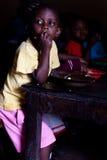 Criança africana no almoço de escola Fotografia de Stock
