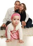 Criança alegre em um fundo de seu pai fotos de stock