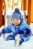 Criança alegre no campo de jogos das crianças no inverno Imagem de Stock
