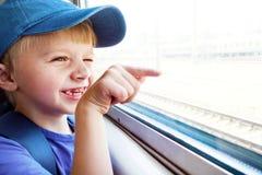 Criança alegre no trem imagens de stock royalty free