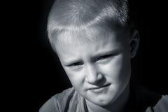 Criança amedrontada virada (menino) fotos de stock royalty free