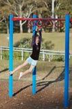 Criança apta em barras de macaco Fotografia de Stock Royalty Free
