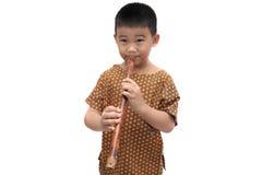 Criança asiática com a flauta no vestido de Tailândia Fotografia de Stock